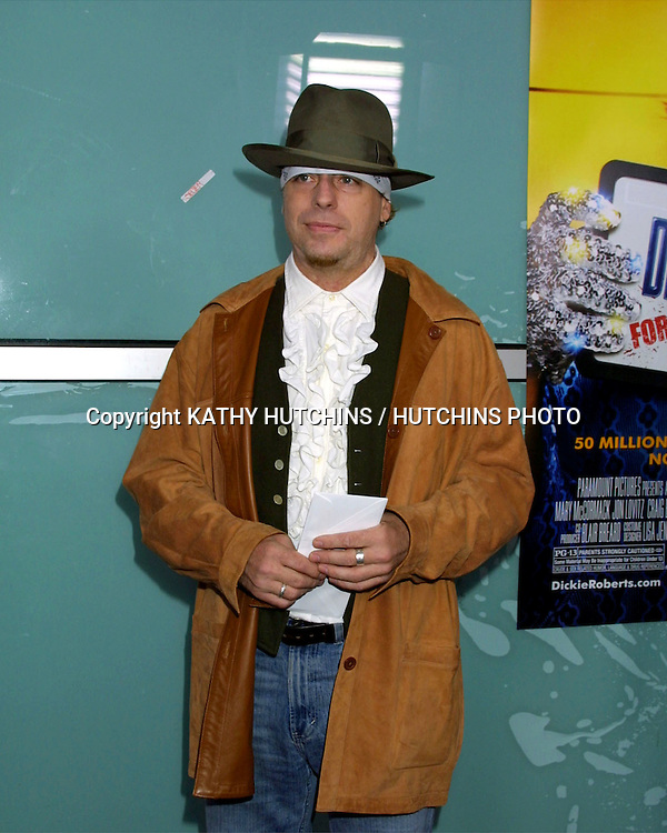 """©2003 KATHY HUTCHINS / HUTCHINS PHOTO.WORLD PREMIERE OF """"DICKIE ROBERTS:FORMER CHILD STAR"""".BENEFITING THE CHRIS FARLEY FOUNDATION.CINERAMA DOME.LOS ANGELES, CA.SEPTEMBER 3, 2003..LEIF GARRETT"""