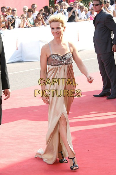 "JULIETTE BINOCHE .""Quelques Jours En Septembre"" Premiere during the 63rd Annual Venice Film Festival, Lido, Italy, .01 September 2006..full length  gold satin beaded dress brown jewel encrusted.Ref: ADM/ZL.www.capitalpictures.com.sales@capitalpictures.com.©Zach Lipp/AdMedia/Capital Pictures."