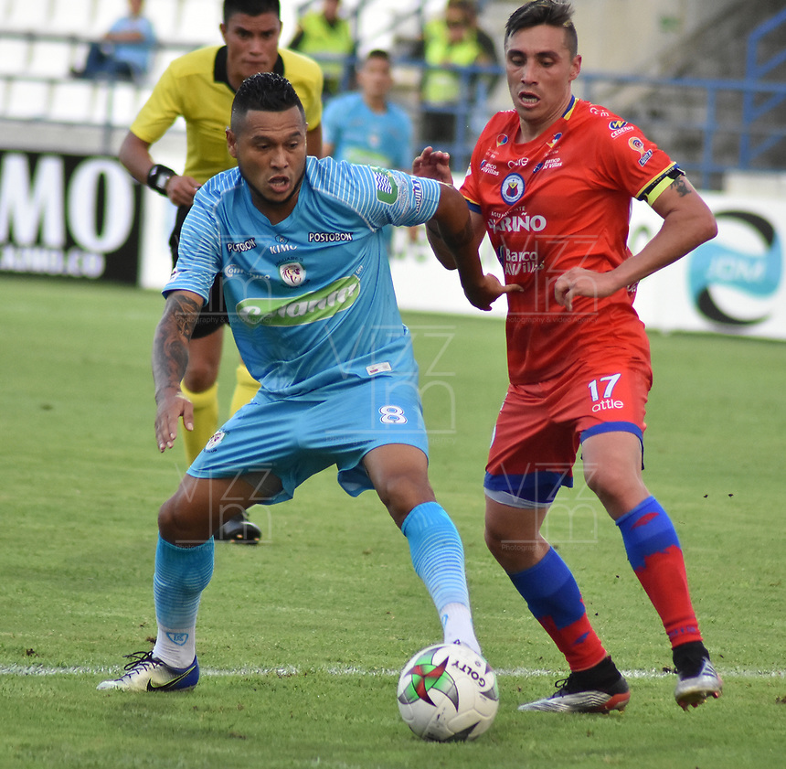 MONTERIA - COLOMBIA, 11-08-2019: John Edinson Mendez de Jaguares disputa el balón con Henry Rojas de Pasto durante partido por la fecha 5 de la Liga Águila II 2019 entre Jaguares de Córdoba F.C. y Deportivo Pasto jugado en el estadio Jaraguay de la ciudad de Montería. / John Edinson Mendez of Jaguares struggles the ball with Henry Rojas of Pasto during match for the date 5 as part Aguila League II 2019 between Jaguares de Cordoba F.C. and Deportivo Pasto played at Jaraguay stadium in Monteria city. Photo: VizzorImage / Andres Rios / Cont