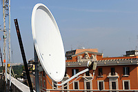 Antenne televisive sopra i tetti e le terrazze dei palazzi a Roma.Aerial television on the roofs and terraces of the buildings in Rome...