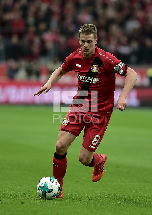 Football : Germany -1. Bundesliga  2017/18 <br /> Bayer Leverkusen 04 vs Mainz <br /> 28/01/2018 - Lars Bender (Bayer 04 Leverkusen) *** Local Caption *** &copy; pixathlon<br /> Contact: +49-40-22 63 02 60 , info@pixathlon.de