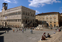 Fontana Maggiore und Palazzo Cuomunale in Peruggia, Umbrien, Italien