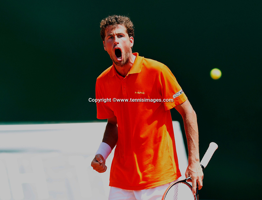Austria, Kitzbühel, Juli 19, 2015, Tennis,  Davis Cup, forth match between Dominic Thiem (AUT) and Robin Haase (NED), pictured: Robin Haase reacts after winning the first set<br /> Photo: Tennisimages/Henk Koster
