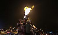 TORRES, RS, 03 DE MAIO 2013 - FESTIVAL INTERNACIONAL DE BALONISMO -  Carreata dos Balões durante Festival Internacional de Balonismo, na cidade de Torres, litoral norte do Rio Grande do Sul, na noite desta sexta-feira, 03. O evento reune pilotos de vários lugares do mundo como Argentina, Peru, Austrália, França e Reino Unido e segue até domingo (5).FOTO: WILLIAM VOLCOV - BRAZIL PHOTO PRESS.