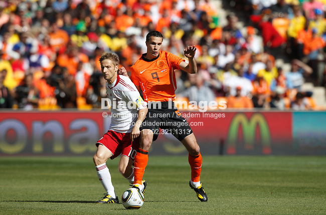JOHANNESBURG - JUNE 14:  Martin Jorgensen of Denmark (l) and Robin Van Persie of the Netherlands (r) fight for the ball during a 2010 FIFA World Cup soccer match June 14, 2010 in Johannesburg, South Africa.  NO mobile use.  Editorial ONLY.  (Photograph by Jonathan P. Larsen)