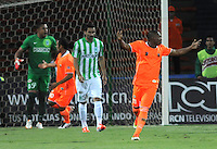 MEDELLIN - COLOMBIA -04-05-2014: Los jugadores Envigado FC celebran el gol anotado al Atletico Nacional durante partido de vuelta entre Atletico Nacional y el Envigado FC por los cuartos de final de la Liga Postobon I 2014, jugado en el estadio Atanasio Girardot de la ciudad de Medellin. / The players of Envigado FC celebrate a scored goal to Atletico Nacional during a match for the second leg between Atletico Nacional and Envigado FC for the quarter of finals the Liga Postobon I 2014 at the Atanasio Girardot stadium in Medellin city. Photo: VizzorImage. / Luis Rios / Str.