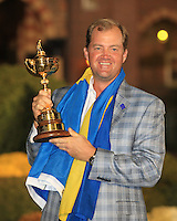 Pter Hanson with the Ryder Cup at the end of Sunday's singles matches at the Ryder Cup 2012, Medinah Country Club,Medinah, Illinois,USA 30/09/2012.Picture: Fran Caffrey/www.golffile.ie.