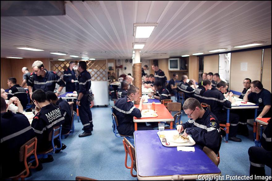 Février 2009/ Océan Indien/ Carré équipage /Repas.