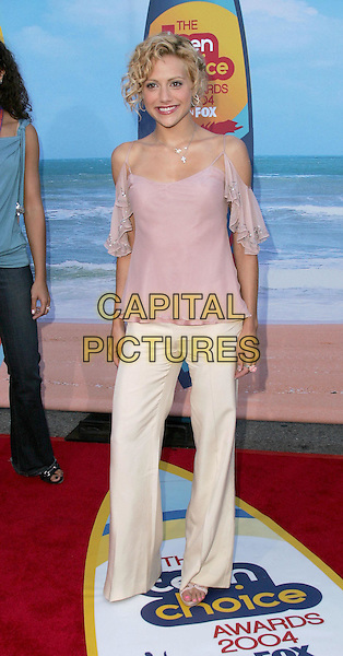 BRITTANY MURPHY.The 2004 Teen Choice Awards held at The Universal Ampitheatre in Universal City, California .August 8, 2004.full length, white trousers, pink, ruffled, off the shoulder, summery top.www.capitalpictures.com.sales@capitalpictures.com.Supplied By Capital Pictures