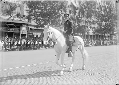 PARADE ON PENNSYLVANIA AVE. Washington DC, <br /> between 1910 and 1921<br /> <br /> Photo  : Harris & Ewing Collection