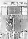 Belgien, Fussballfans verfolgen ein Fussballspiel Belgien gegen Holland am Radio, das Spiel wird an einem Spielfeldplan nachfolzogen<br /> <br /> - November 1928<br /> <br /> erschienen in Tempo 07.11.1928<br /> <br /> - 01.11.1928-30.11.1928<br /> <br /> Es obliegt dem Nutzer zu prüfen, ob Rechte Dritter an den Bildinhalten der beabsichtigten Nutzung des Bildmaterials entgegen stehen.