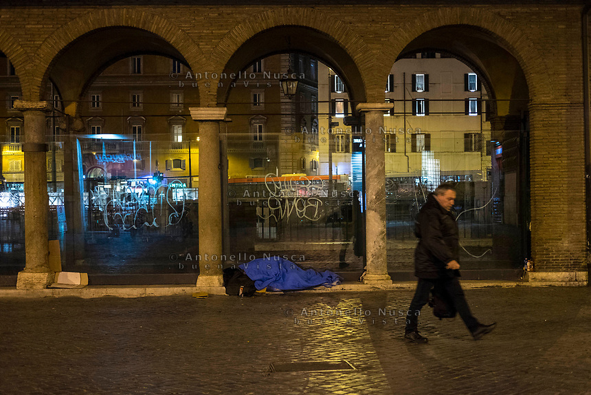 Rome, Italy, June 21, 2017. Un senza tetto dorme nel centro storico. An homeless slips in the historical centre.<br /> Ad un anno dalla elezione a sindaco di Roma di Virginia Raggi, la condizione di degrado non accenna a migliorare.<br /> One year after the election as mayor of the candidate of M5S party, Rome is worsening day by day.