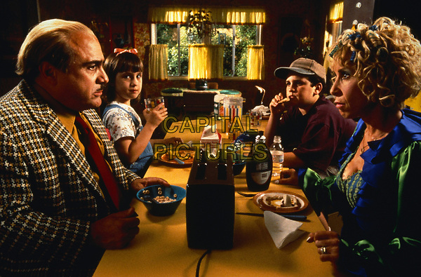 Matilda (1996) <br /> Danny DeVito, Mara Wilson, Rhea Perlman &amp; Brian Levinson <br /> *Filmstill - Editorial Use Only*<br /> CAP/KFS<br /> Image supplied by Capital Pictures