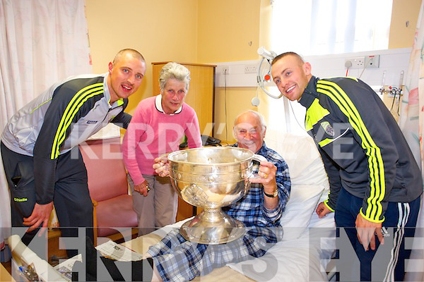 Edna Wrist and Arthur Wrist meet Kerry footballers Kieran Donaghy and Barry John Keane with the Sam Maguire cup at  Bon Secours on Monday