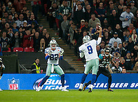 09.11.2014.  London, England.  NFL International Series. Jacksonville Jaguars versus Dallas Cowboys. Cowboys' Tony Romo (#9) passes to Dallas Cowboys' Tight End Jason Witten (#82) for a touch down.