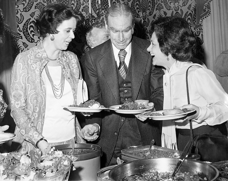 Speaker of the House Rep. James Claude Wright, D-Tex., House of Representatives Member, having dinner with ladies. (Photo by CQ Roll Call)