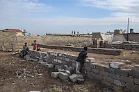 IRAK, Bashika: Children playing in their small village where members of Daesh used to live, near the city of Bashika, the 11th December 2016. <br /> <br /> IRAK, Bashika: Enfants jouant dans leur petit village o&ugrave; vivaient des membres de Daesh, pr&egrave;s de la ville de Bashika, le 11 d&eacute;cembre 2016.