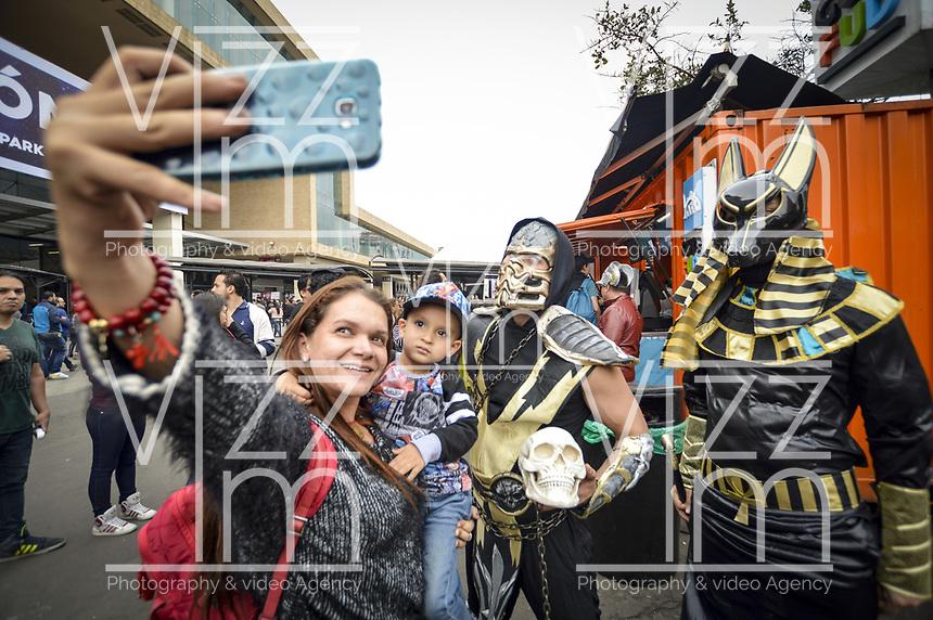 BOGOTA - COLOMBIA, 13-10-2018: Durante SOFA, Salón del Ocio y la Fantasía, que se realiza en CORFERIAS Bogotá entre el 11 y el 15 de Octubre de 2018. / During SOFA2018, Lounge of the Leisure and Fantasy, that takes place in CORFERIAS Bogota between October 11 to 15, 2018. Photo: VizzorImage / Diego Cuevas / Cont