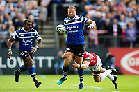 Jamie Roberts of Bath Rugby takes on the Gloucester Rugby defence. Gallagher Premiership match, between Bath Rugby and Gloucester Rugby on September 8, 2018 at the Recreation Ground in Bath, England. Photo by: Patrick Khachfe / Onside Images