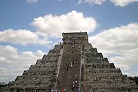 Zona arqueologica de Chichen Itza Zona arqueol&oacute;gica  <br /> Chich&eacute;n Itz&aacute;Chich&eacute;n Itz&aacute; maya: (Chich&eacute;n) Boca del pozo; <br /> de los (Itz&aacute;) brujos de agua. <br /> Es uno de los principales sitios arqueol&oacute;gicos de la <br /> pen&iacute;nsula de Yucat&aacute;n, en M&eacute;xico, ubicado en el municipio de Tinum.<br /> *Photo:*&copy;Francisco* Morales/DAMMPHOTO.COM/NORTEPHOTO<br /> <br /> <br /> * No * sale * a * third *