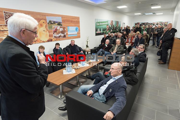 25.03.2015, Industriering, Braegel, Werder Bremen Deligation Besucht Fa  Wiesenhof in Lohne, im Bild<br /> <br /> Paul Heinz Wesjohann ( Seniorchef und Berater PHW-Gruppe / LOHMANN &amp; CO. AG) begattest die G&auml;ste <br /> <br /> Foto &copy; nordphoto / Kokenge **** Attention **** keine Online / Social Media Verwendung ohne Absprache und Genehmigung ***** - Exclusiv Bilder ****