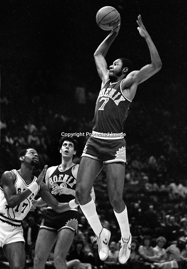 Phoenix Suns Mike Sanders against the Warriors,,(1983 photo/Ron Riesterer)