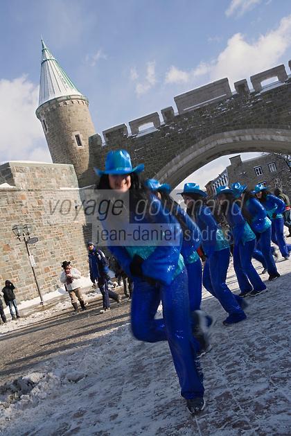 Amérique/Amérique du Nord/Canada/Québec/ Québec: Spectacle pour le Caranaval de Québec devant la Porte Saint-Jean