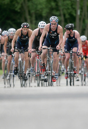 27 MAY 2007 - MOTHERWELL, UK - Will Clarke leads the pack in the mens race - Corus Elite Triathlon Series Rd 1. (PHOTO (C) NIGEL FARROW)
