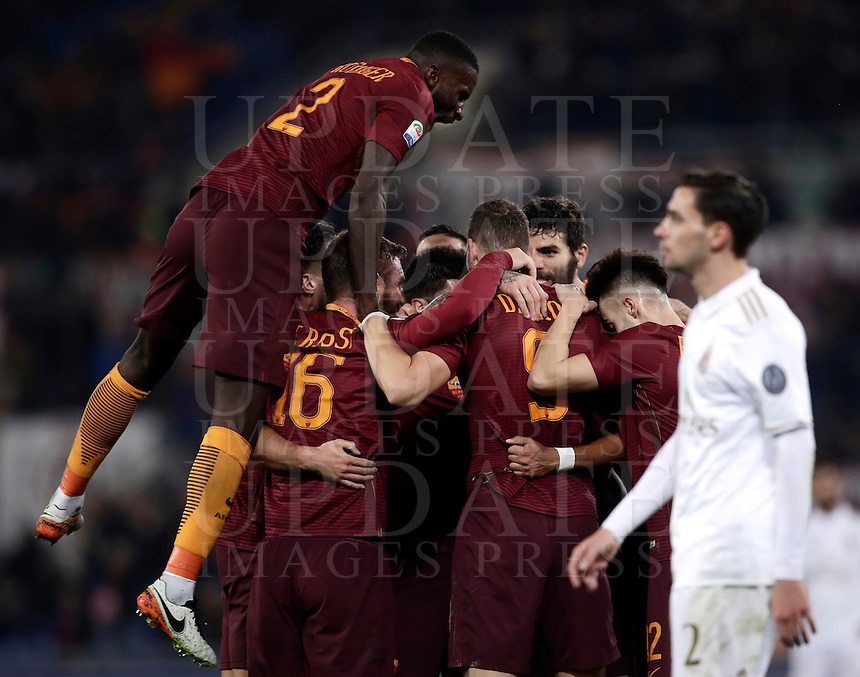 Calcio, Serie A: Roma vs Milan. Roma, stadio Olimpico, 12 dicembre 2016.<br /> Roma's players celebrate after Radja Nainggolan scored the winning goal as Milan's Mattia De Sciglio, right, reacts during the Italian Serie A football match between Roma and AC Milan at Rome's Olympic stadium, 12 December 2016. Roma won 1-0.<br /> UPDATE IMAGES PRESS/Isabella Bonotto