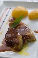 """Europe/France/Aquitaine/64/Pyrénées-Atlantiques/Bidart: Foie gras  poêlé  à la rhubarbe et pèche rotie,recette de  Martin et Phillipe Ibarboure Restaurant """"La table des  Fréres Ibarboure"""""""