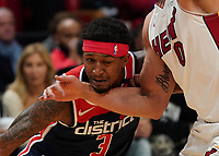 Beal Bradley (G, Washington Wizards, #3) gegen Meyers Leonard (F/C Miami Heat, #00) - 22.01.2020: Miami Heat vs. Washington Wizards, American Airlines Arena