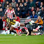 Nederland, Eindhoven, 25 november  2012.Eredivisie.Seizoen 2012-2013.PSV-Vitesse.Mark van Bommel (r.) van PSV brengt Gael Kakuta (l.) van Vitesse ten val. .