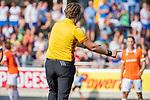 UTRECHT - scheidsrechter Paul vd Assum,   tijdens de hoofdklasse competitiewedstrijd mannen, Kampong-Bloemendaal (2-2) . ) . COPYRIGHT KOEN SUYK