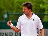 Paris, France, 22 june, 2016, Tennis, Roland Garros, Igor Sijsling (NED) wins first round match and celebrates<br /> Photo: Henk Koster/tennisimages.com