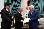 Palestinian President Mahmoud Abbas meets with a delegation from the Islamic Development Bank, in the West Bank city of Ramallah on Aug. 05, 2018. Photo by Thaer Ganaim