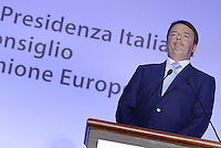 Roma, 4 Luglio 2014<br /> Si &egrave; tenuto a Villa Madama l'incontro tra il presidente del Consiglio dei Ministri, Matteo Renzi, e il presidente della Commissione Europea Jos&eacute; Manuel Dur&atilde;o Barroso. All&rsquo;incontro hanno partecipato i Ministri del Governo italiano e i Commissari europei.<br /> Nella foto Matteo Renzi durante la conferenza stampa.<br /> It was held at Villa Madama, the meeting between the President of the Council of Ministers, Matteo Renzi, and the President of the European Commission Jos&eacute; Manuel Dur&atilde;o Barroso. The meeting was attended by the Ministers of the Italian government and the European Commissioners. <br /> Matteo Renzi during the press conference.