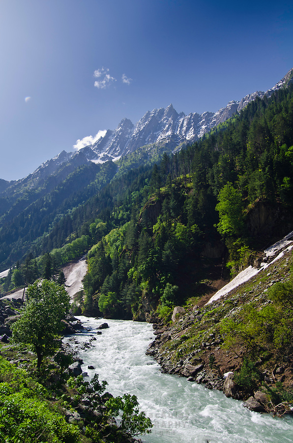 Scenic view of Sindh River and Himalayan Mountains, Kashmir, India