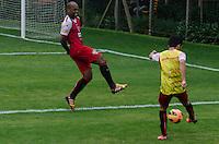 SÃO PAULO, SP, 17 DE SETEMBRO DE 2013 - TREINO SAO PAULO - O jogador do São Paulo, Edson Silva, durante treino no CT da Barra Funda, região oeste da capital, na tarde desta quinta feira, 19. FOTO: ALEXANDRE MOREIRA / BRAZIL PHOTO PRESS