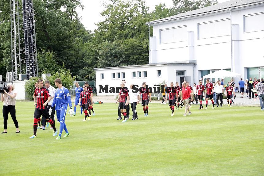 Mannschaft von Eintracht Frankfurt kommt zum Fototermin - Eintracht Frankfurt Mannschaftsfoto 2013/14