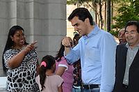 ATENÇÃO EDITOR: FOTO EMBARGADA PARA VEÍCULOS INTERNACIONAIS. SAO PAULO, 18 DE SETEMBRO DE 2012 - ELEICOES 2012 CHALITA - O Candidato Gabriel Chalita (PMDB) junto com a vice Marianne Pinotti durante visita as dependencias da Santa Casa de Misericordia de São Paulo e o Ambulatório Infantil, na manha desta terca feira, regiao central da capital. FOTO: ALEXANDRE MOREIRA - BRAZIL PHOTO PRESS