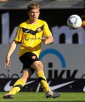 Fussball, 2. Bundesliga, Saison 2011/12, SG Dynamo Dresden - Alemannia Aachen, Sonntag (16.10.11), gluecksgas Stadion, Dresden. Dresdens Florian Jungwirth am Ball.