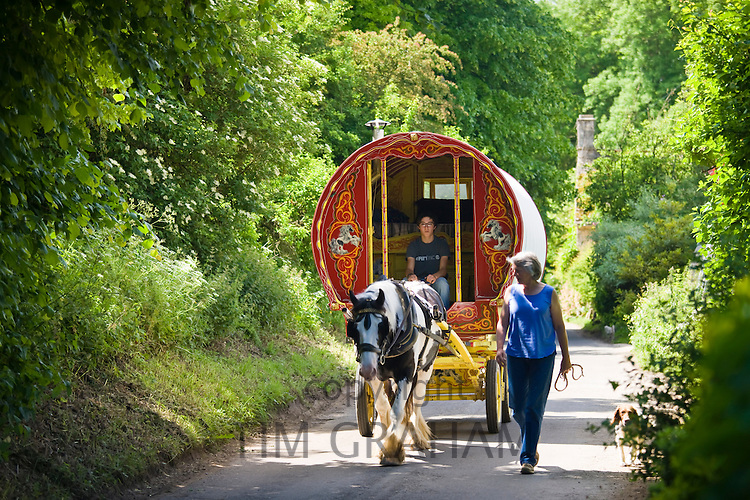 Holidaymakers with romany caravan in the country lanes of the Cotswolds, Swinbrook, Oxfordshire, UK