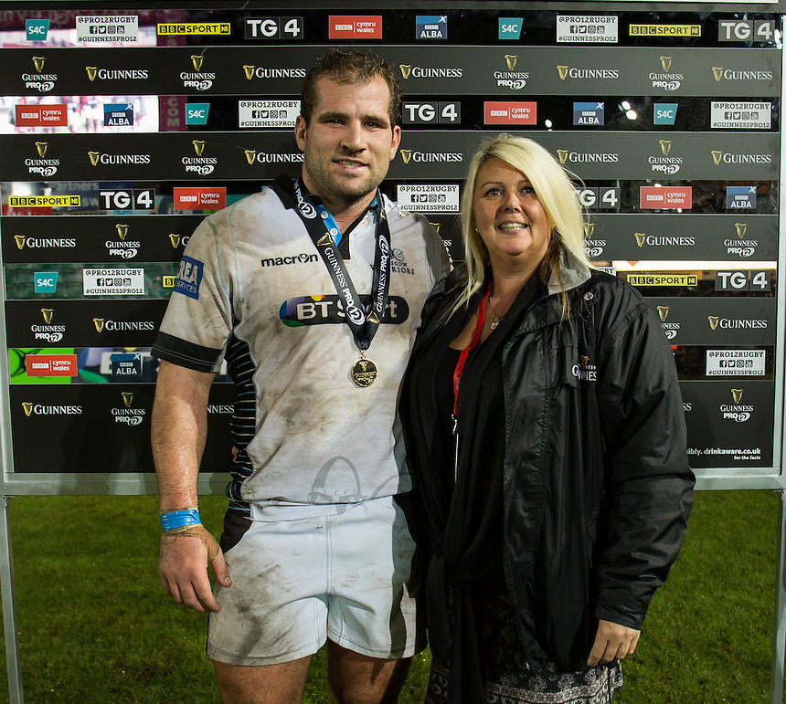 Man of the Match Fraser Brown of Glasgow Warriors presented by Sally Nicolas<br /> <br /> Photographer Simon King/CameraSport<br /> <br /> Guinness PRO12 Round 5 - Newport Gwent Dragons v Glasgow Warriors - Friday 30th September 2016 - Rodney Parade - Newport<br /> <br /> World Copyright &copy; 2016 CameraSport. All rights reserved. 43 Linden Ave. Countesthorpe. Leicester. England. LE8 5PG - Tel: +44 (0) 116 277 4147 - admin@camerasport.com - www.camerasport.com