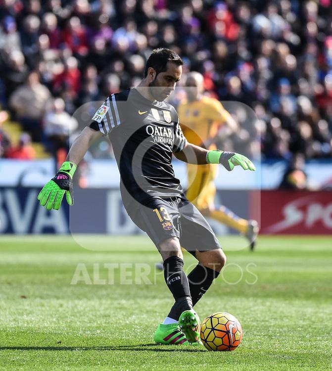 FC Barcelona's Claudio Bravo  during La Liga match. February 7, 2016. (ALTERPHOTOS/Javier Comos)