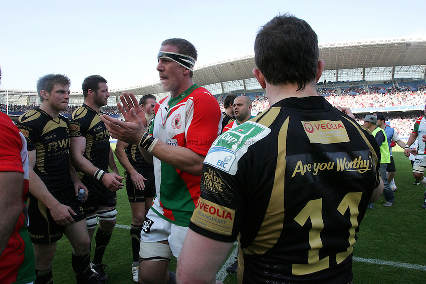 Photo: Iconsport/Richard Lane Photography. Biarritz Olympique v Ospreys. Heineken Cup Quarter Final. 10/04/2010. Biarritz' Imanol Harinordoquy celebrates victory.