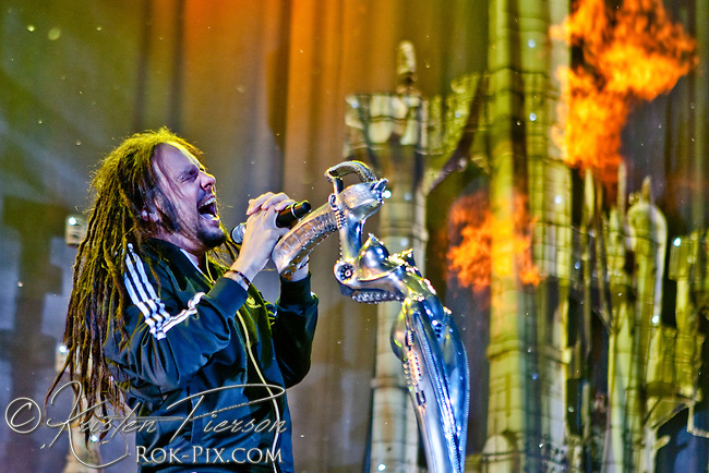 Korn performing at Mayhem 2010, Mansfield, MA