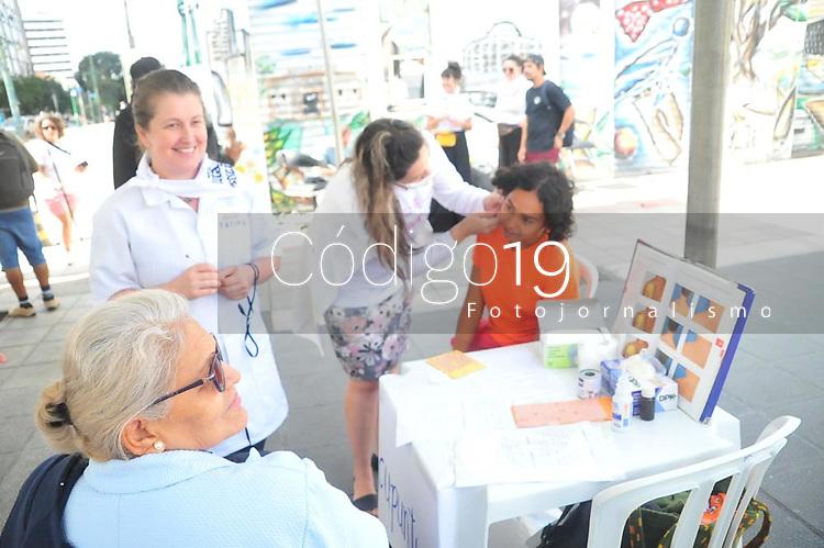 Curitiba (PR), 08/03/2020 - Dia Internacional da Mulher - Varios grupos de voluntariados se reuniram neste domingo na praca Generoso Marques centro de Curitiba (PR), para celebrar o dia internacional da mulher, com varias acoes sociais. (Foto: Ernani Ogata/Codigo 19/Codigo 19)