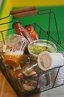 Europe/France/Rhône-Alpes/74/Haute Savoie/Thonon-les-Bains: Panier de plats cuisinés bio dans leurs verrines Patrick Gonnord et Olivier Jouguet fast food bio: POL