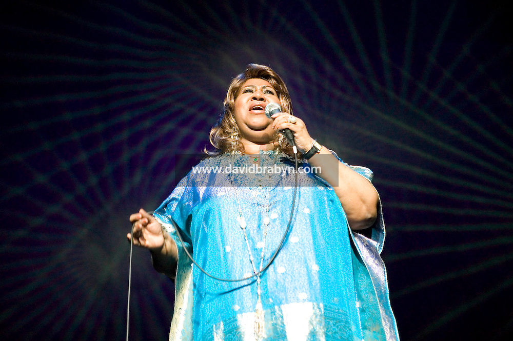 14 November 2006 - New York City, NY - American soul singer Aretha Franklin gives a benefit performance in New York City, USA, for the National Marfan Foundation, 14 November 2006.