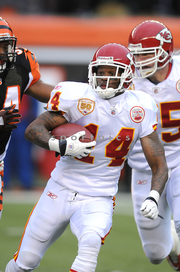 QUINTEN LAWRENCE, of the Kansas City Chiefs, in action during the Chiefs game against the Cincinnati Bengals on December 27, 2009 in Cincinnati, OH. Bengals won 17-10.